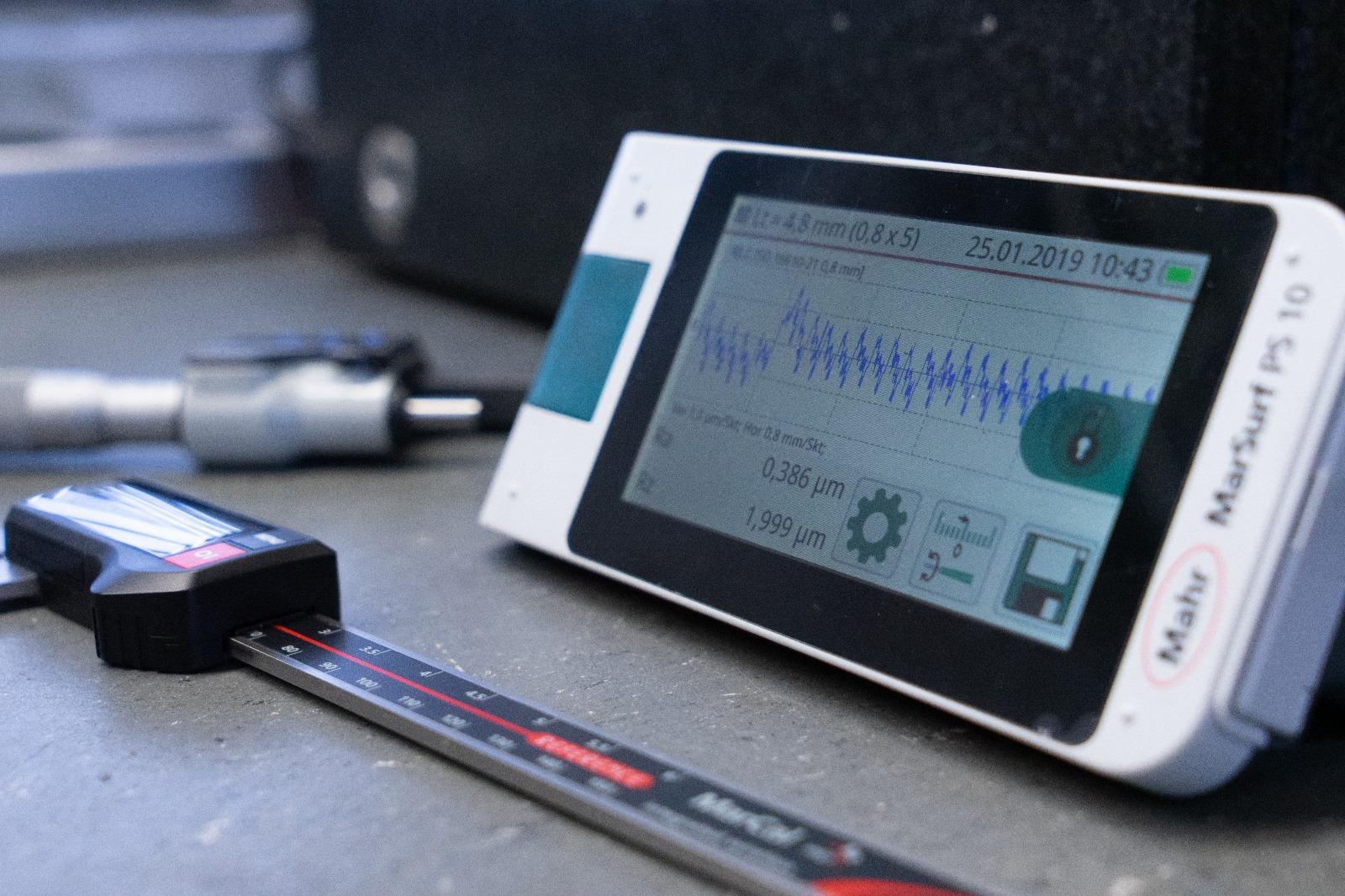 Mahr Messgeräte, Oberflächenmessgerät MAHRSurf, Messschieber mit Datenübertragung